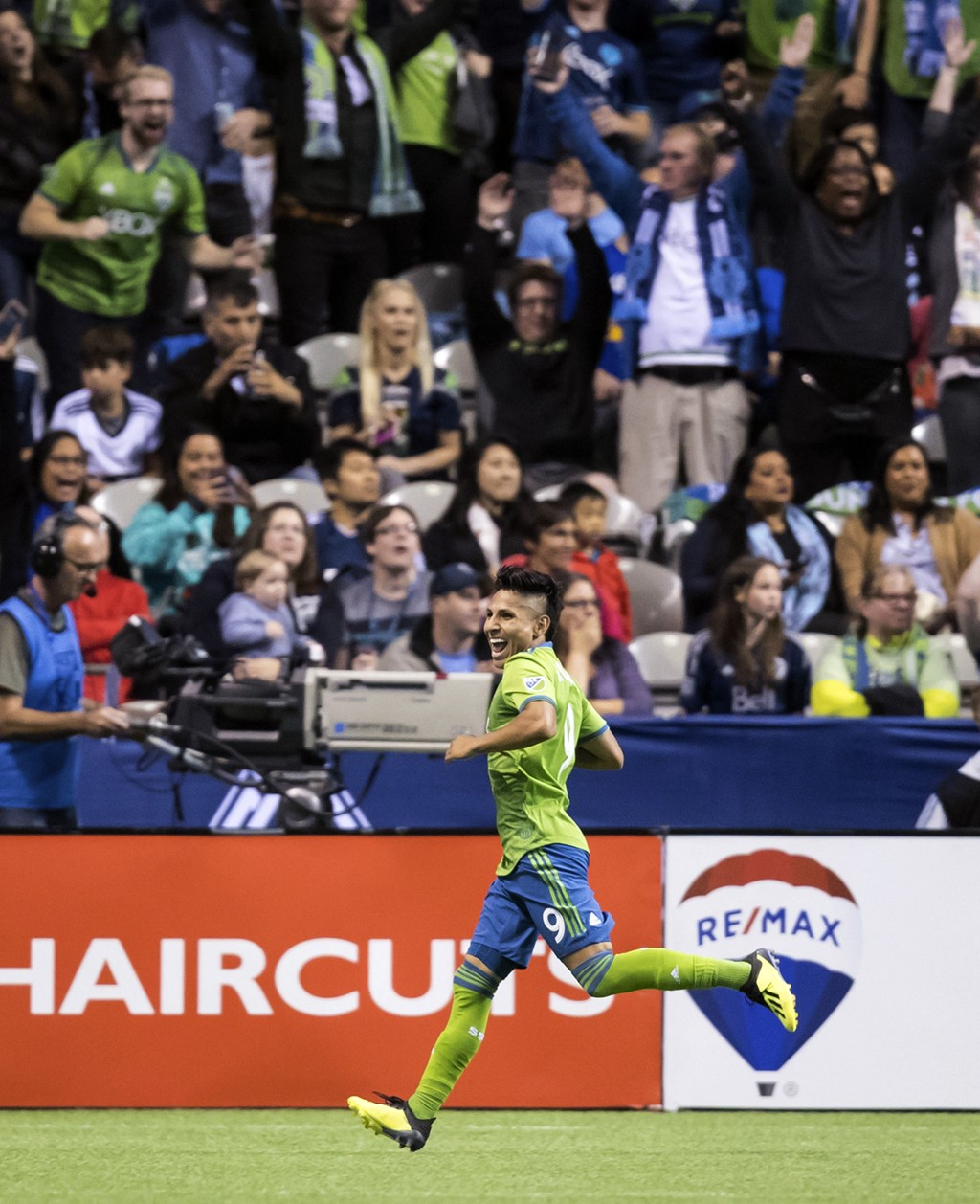 Seattle Sounders' Raul Ruidiaz celebrates his second goal against the Vancouver Whitecaps during the first half of an MLS soccer match, Saturday, Sept