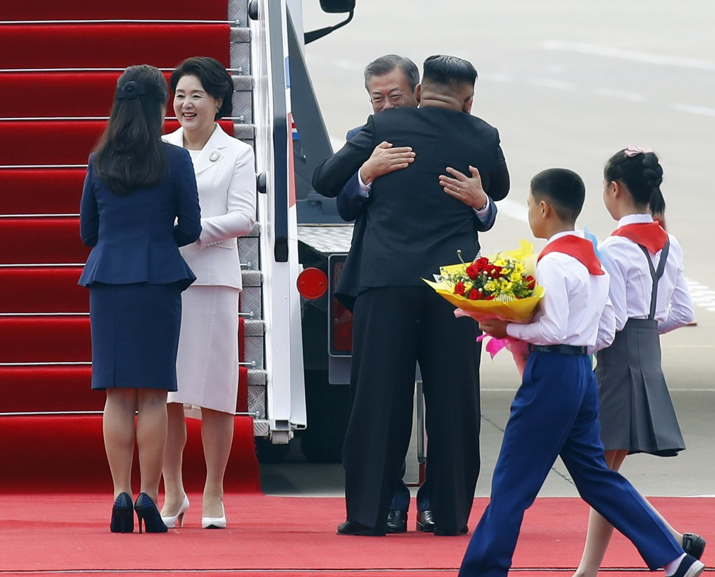 South Korean President Moon Jae-in, third from left, and his wife Kim Jung-sook, second from left, are welcomed by North Korean leader Kim Jong Un and
