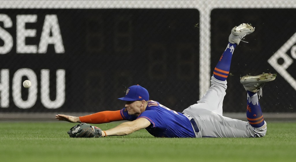 New York Mets right fielder Brandon Nimmo cannot reach a double by Philadelphia Phillies' Rhys Hoskins during the third inning of a baseball game, Wed...