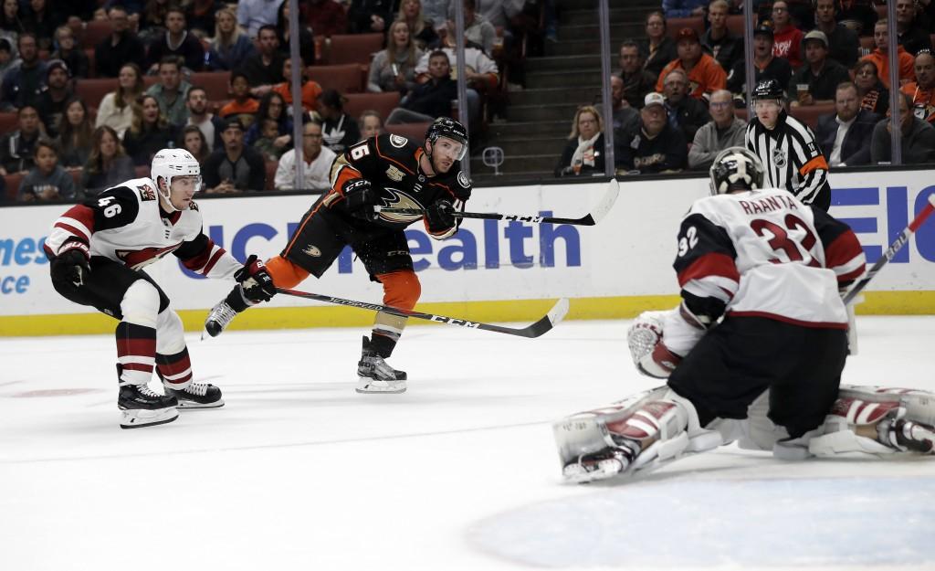 Anaheim Ducks' Ben Street, center, scores past Arizona Coyotes goaltender Antti Raanta, right, during the second period of an NHL hockey game Wednesda