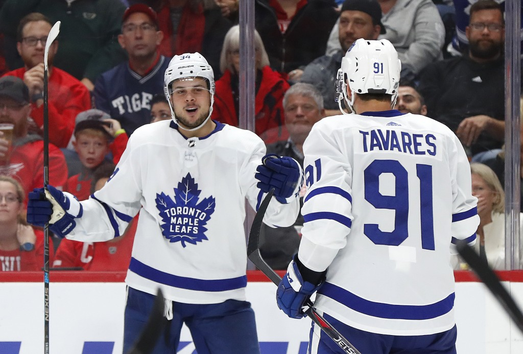 Toronto Maple Leafs center Auston Matthews, left, celebrates his goal with John Tavares (91) during the third period of an NHL hockey game against the
