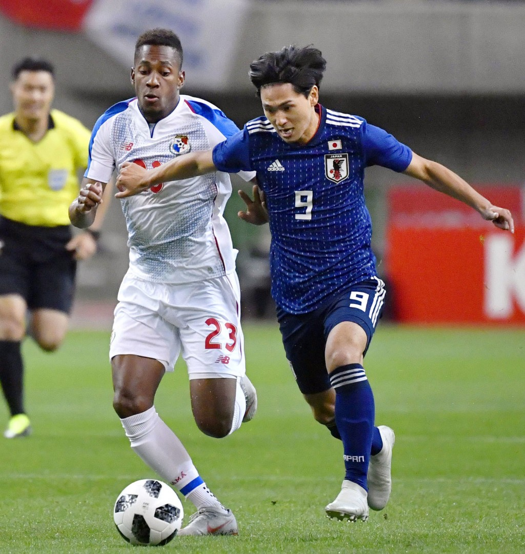 Japan's Takumi Minamino, right, vies for the ball with Panama's Michael Murillo during their Kirin Challenge Cup soccer match in Niigata, Niigata pref