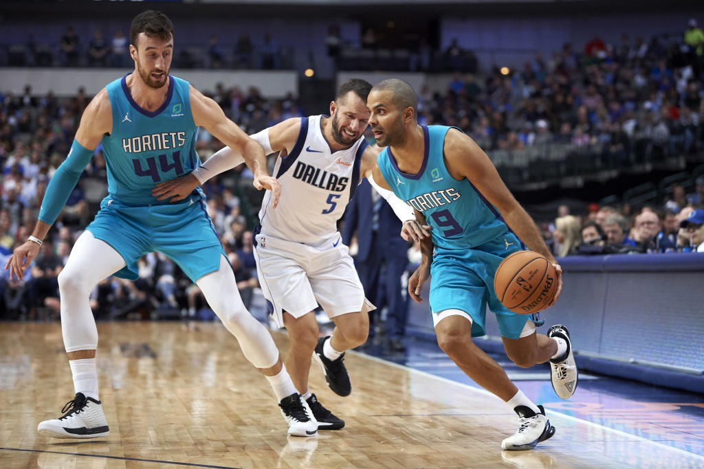 Charlotte Hornets' Tony Parker (9) drives to the basket around a screen by teammate Frank Kaminsky (44) on Dallas Mavericks' J.J. Barea (5) during the