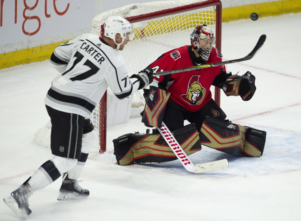 Los Angeles Kings center Jeff Carter (77) tries to tip the puck past Ottawa Senators goaltender Craig Anderson (41) during second period NHL hockey ac