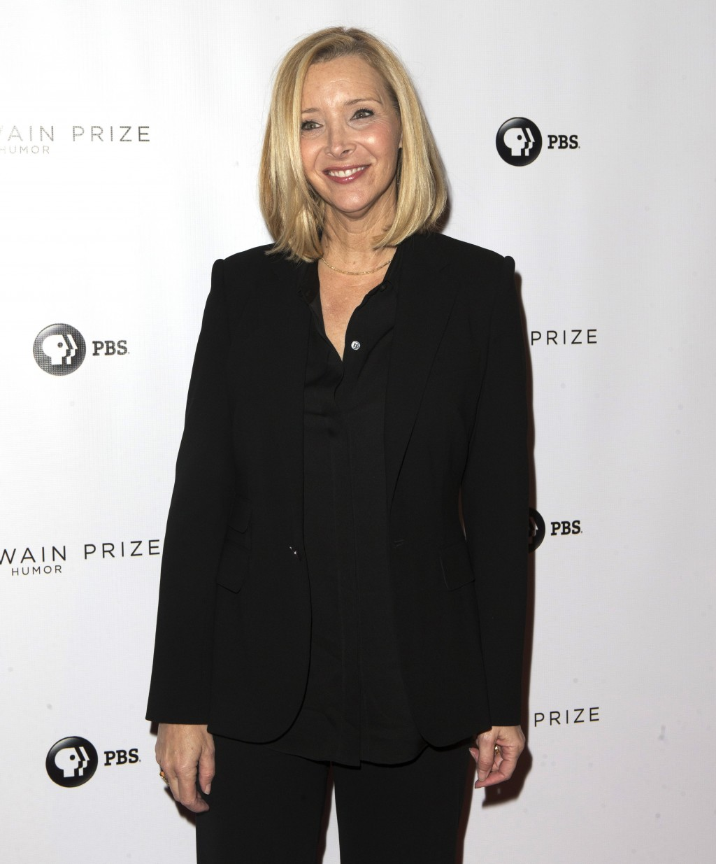 Lisa Kudrow arrives at the Kennedy Center for the Performing Arts for the 21st Annual Mark Twain Prize for American Humor presented to Julia Louis-Dre...