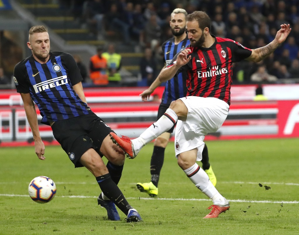 AC Milan's Gonzalo Higuain, right, and Inter Milan's Milan Skriniar vie fore the ball during the Serie A soccer match between Inter Milan and AC Milan...