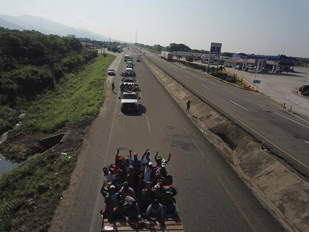 Migrants arrive to Arriga , as a thousands-strong caravan of Central American migrants slowly makes its way toward the U.S. border, between Pijijiapan...