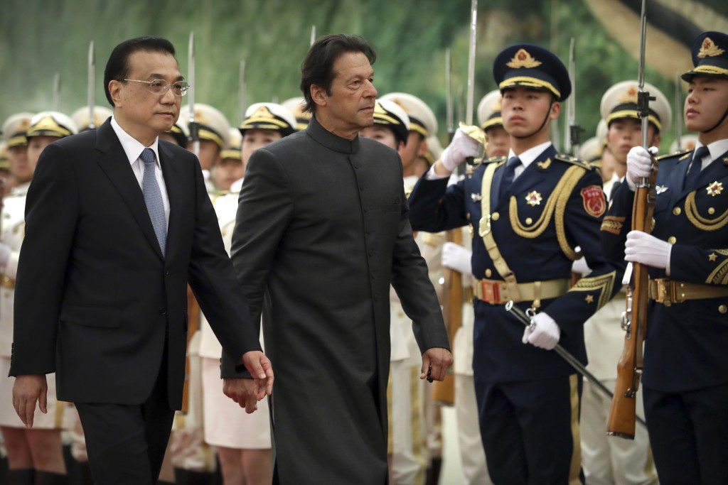 Chinese Premier Li Keqiang, left, and Pakistan's Prime Minister Imran Khan review an honor guard during a welcome ceremony at the Great Hall of the Pe...