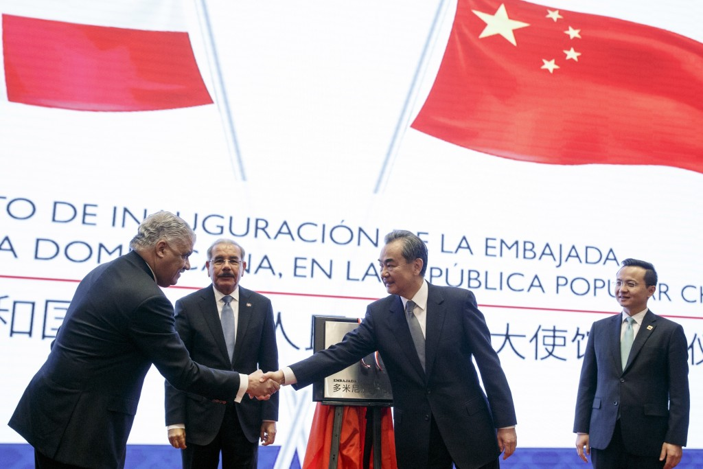 China's Foreign Minister Wang Yi, second right, Dominican Republic's President Danilo Medina, second left, Chancellor Miguel Vargas, left, attend the ...