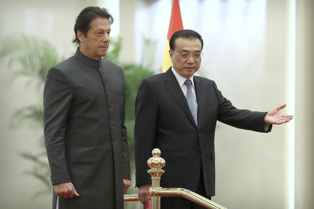 Chinese Premier Li Keqiang, right, gestures to Pakistan's Prime Minister Imran Khan during a welcome ceremony at the Great Hall of the People in Beiji...