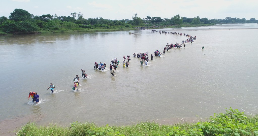 Salvadoran migrants cross the Suchiate river, the border between Guatemala and Mexico, on Friday, Nov. 2, 2018. A new group of Central American migran