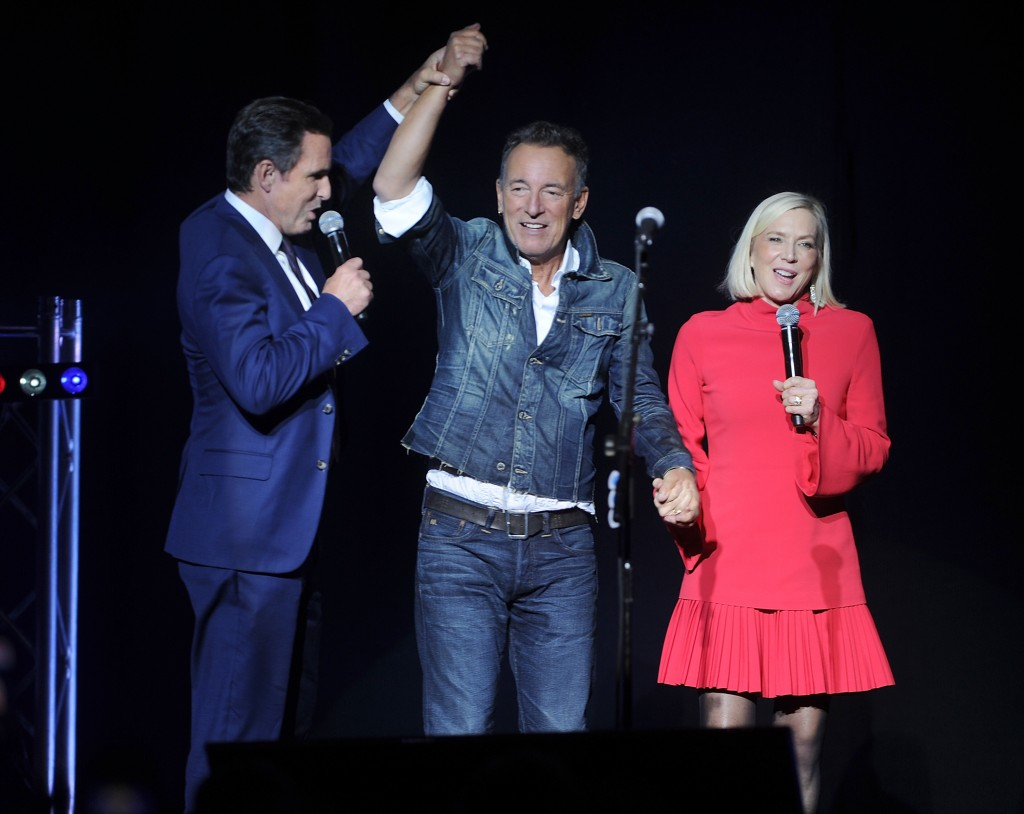 Bob Woodruff, left, Bruce Springsteen, center, and Lee Woodruff, stand on stage at the 12th annual Stand Up For Heroes benefit concert at the Hulu The