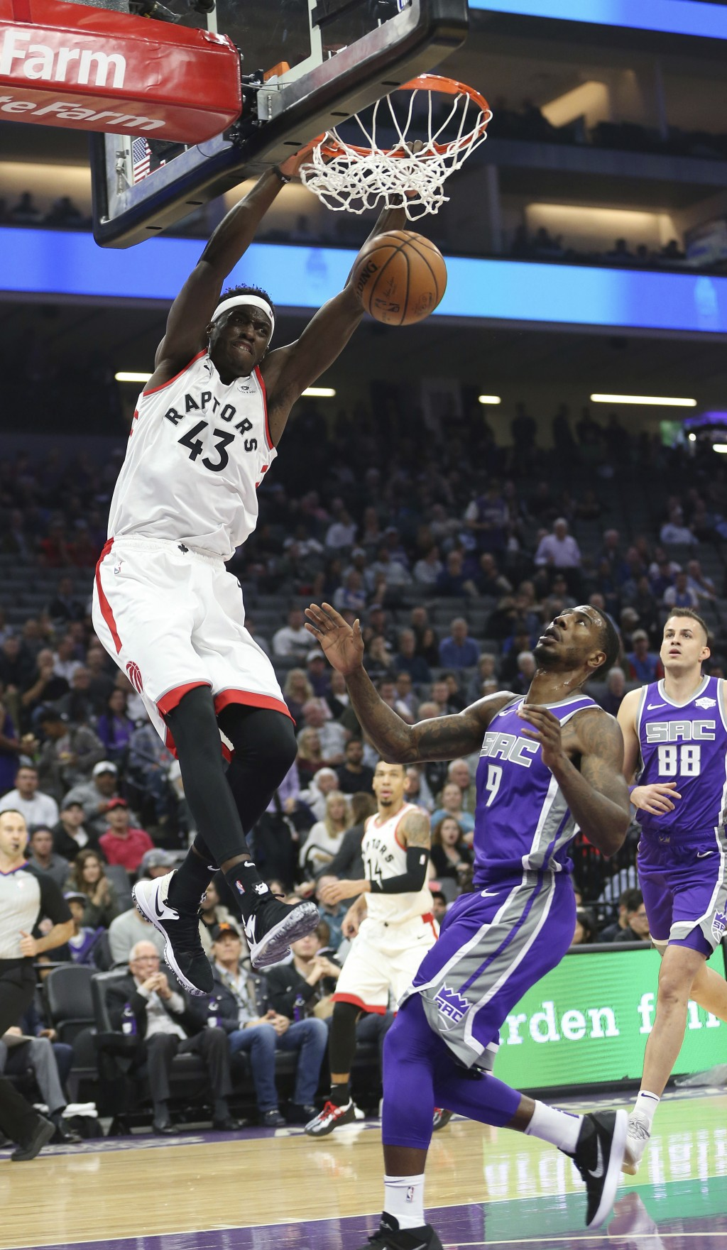 Toronto Raptors forward Pascal Siakam, left, stuffs over Sacramento Kings guard Iman Shumpert, right, during the first quarter of an NBA basketball ga