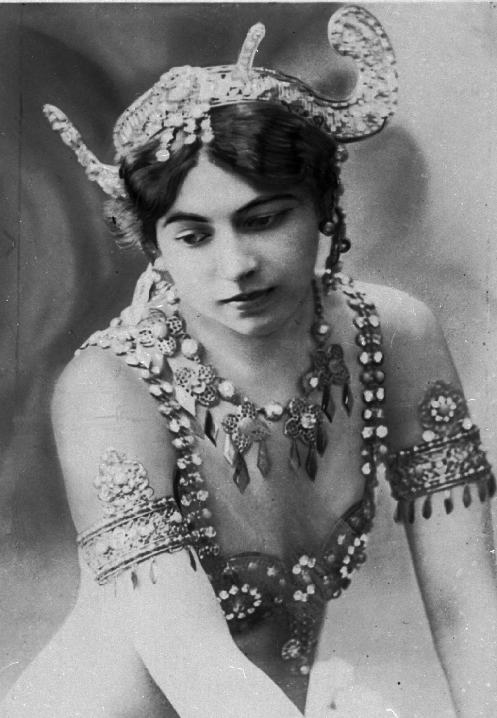 "SEVENTY OF ONE HUNDRED PHOTOS WORLD WAR ONE CENTENARY TIMELINE-In this undated file photo, dancer ""Mata Hari"", who was born Margaretha Geertruida Zell"