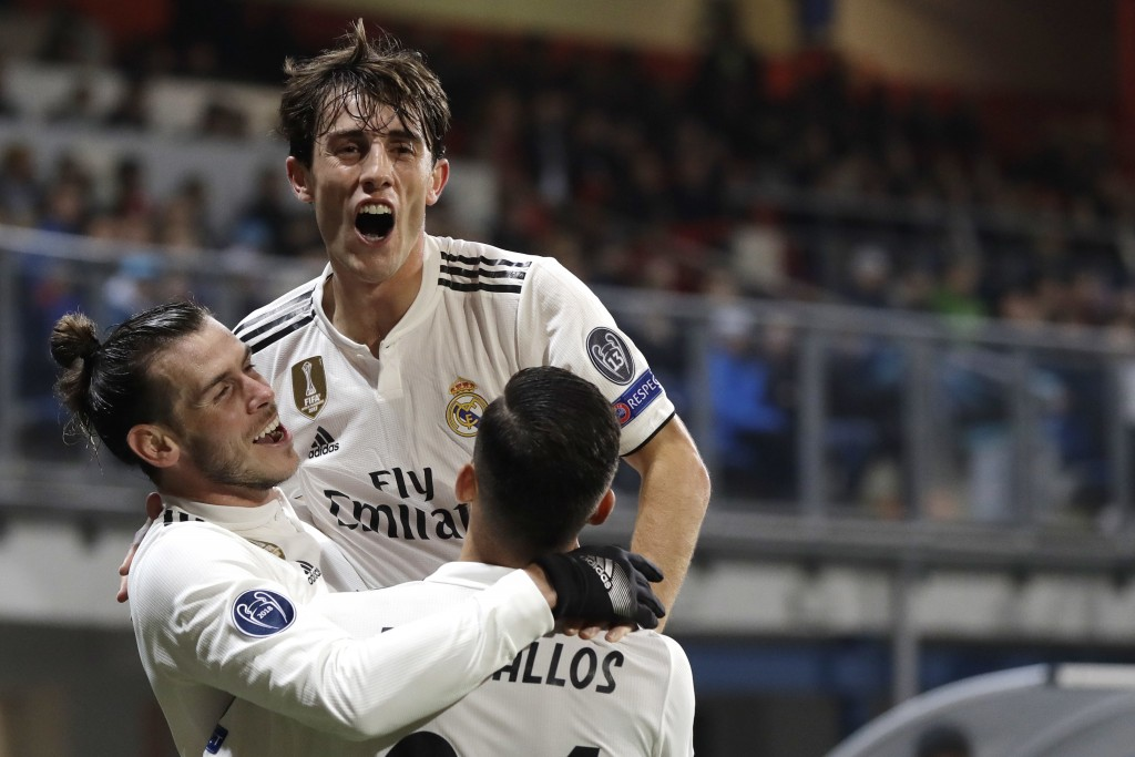 Real midfielder Gareth Bale, left, celebrates with his teammates after scoring his side's fourth goal during their Champions League group G soccer mat...