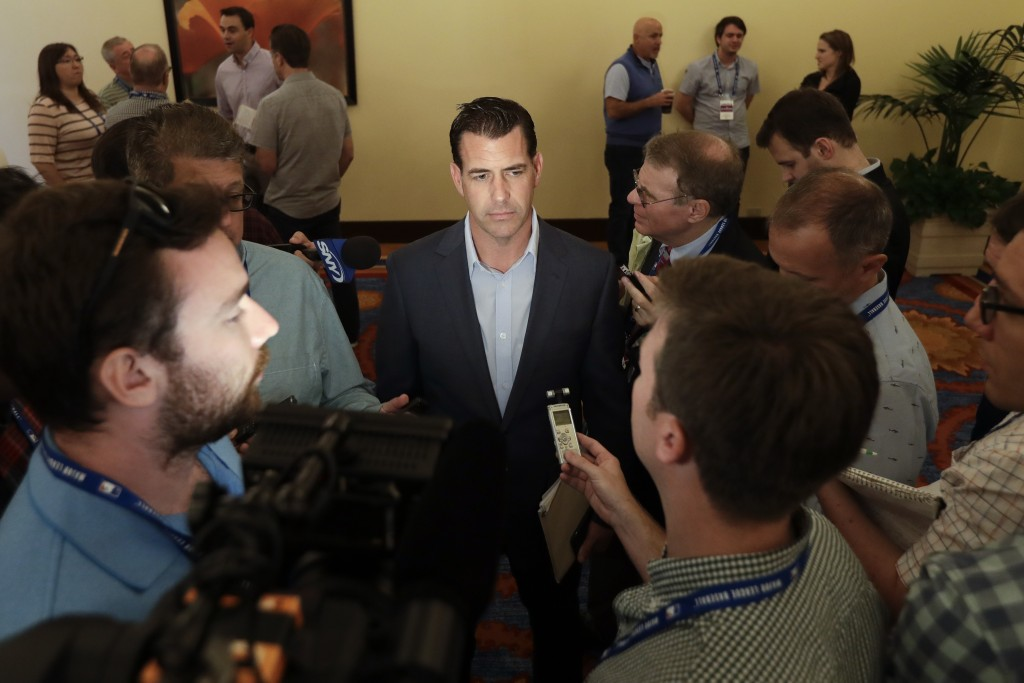 New York Mets general manager Brodie Van Wagenen, center, speaks to reporters during the baseball general managers meetings Wednesday, Nov. 7, 2018, i