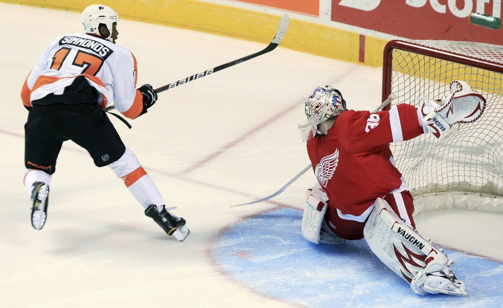 FILE - In this Sept. 22, 2011, file photo, Philadelphia Flyers' Wayne Simmonds scores on Detroit Red Wings goalie Jordan Pearce during the shootout of