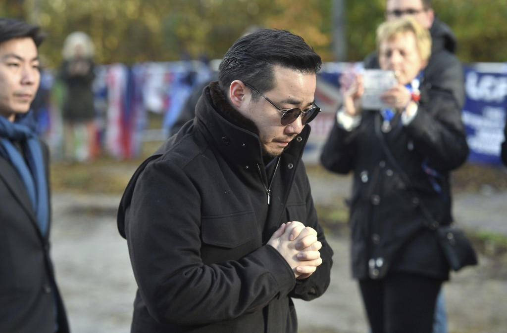 Aiyawatt Srivaddhanaprabha, views floral tributes for those who lost their lives in the Leicester City helicopter crash including Leicester City Chair