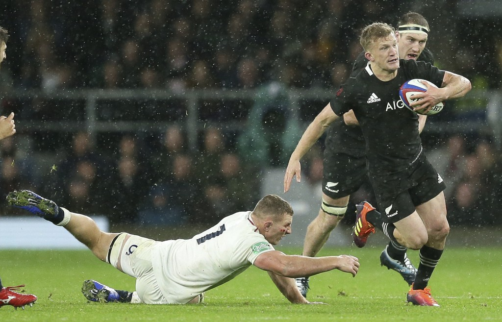 New Zealand's Damian McKenzie skips past the challenge of England's Sam Underhill during the rugby union international match between England and New Z