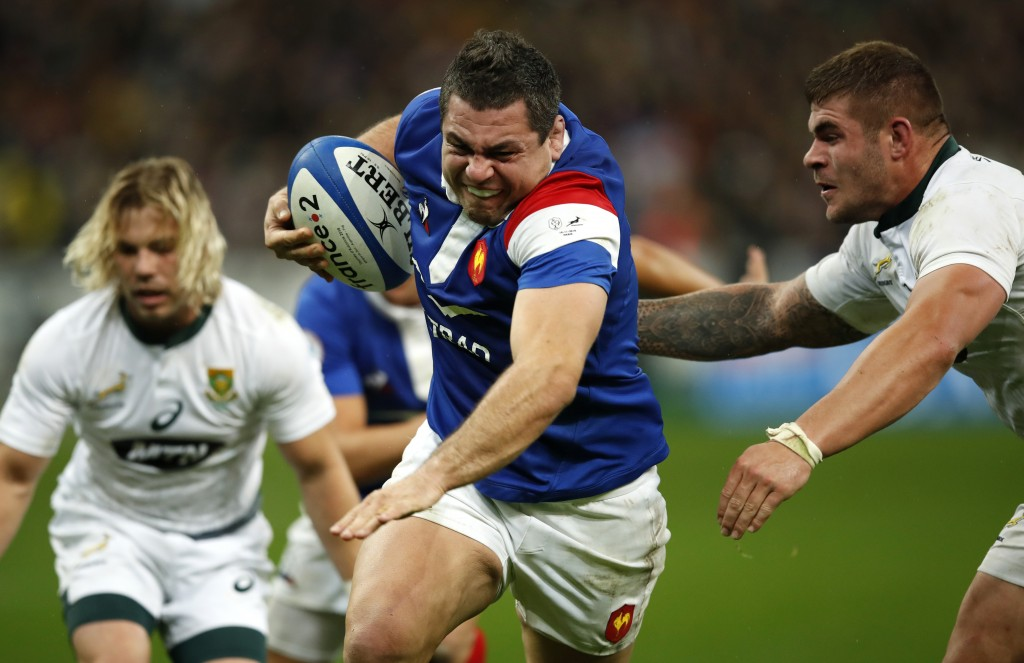 France's Guilhem Guirad, left, runs past South Africa's Malcolm Marx to score his team's first try during their rugby union international at the Stade