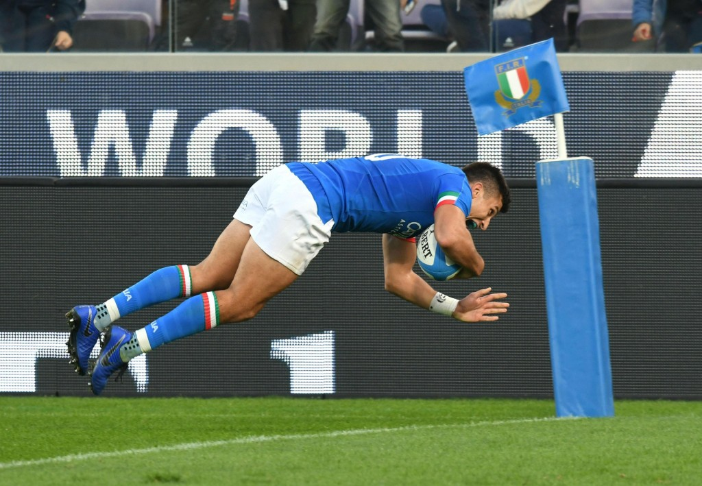 Italy's Tommaso Allan scores a try during an international union rugby match between Italy and Georgia, at the Artemio Franchi stadium in Florence, It