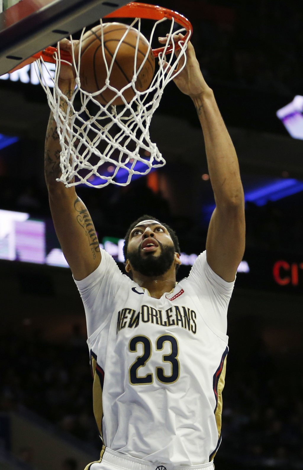 New Orleans Pelicans forward Anthony Davis (23) dunks the ball for his ten-thousandth career point in the first half on an NBA basketball game against...