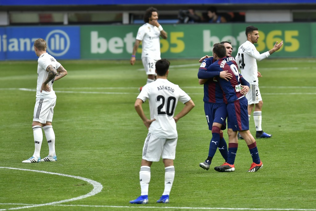 Deportivo SD Eibar's Sergi Enrich, second right, celebrates after scoring his team's second goal of the game during the Spanish La Liga soccer match b...