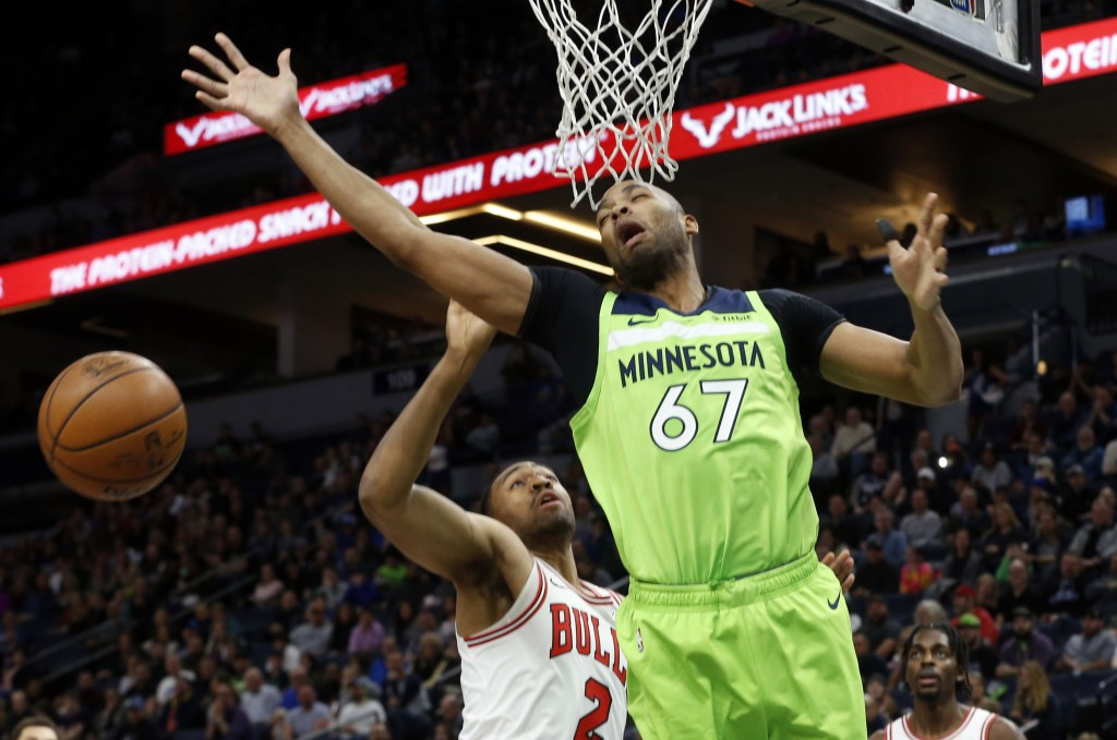 Minnesota Timberwolves' Taj Gibson, right, reacts after he was fouled by Chicago Bulls' Jabari Parker in the first half of an NBA basketball game Satu