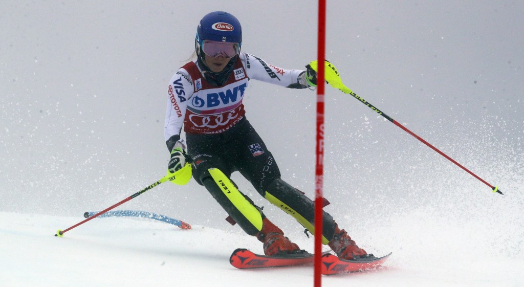 United States' Mikaela Shiffrin competes during the first run of the alpine ski, women's World Cup slalom in Killington, Vt., Sunday, Nov. 25, 2018. (...