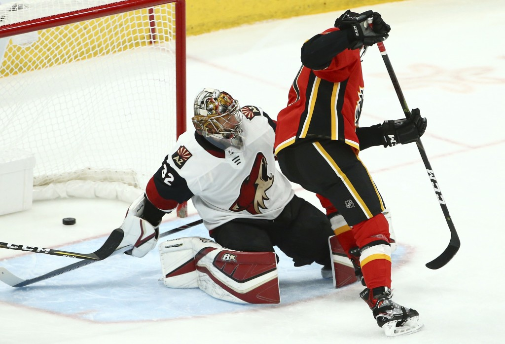 Calgary Flames center Mark Jankowski, right, scores a short-handed goal against Arizona Coyotes goaltender Antti Raanta (32) during the third period o