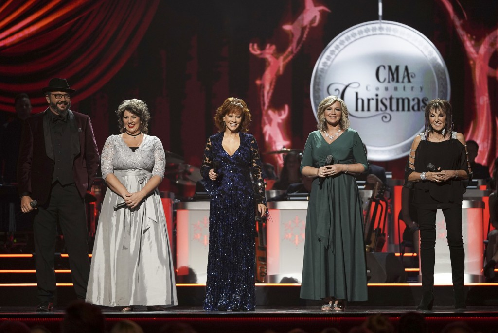 This image released by ABC shows host Reba McEntire, center, with members of The Isaacs, from left, Ben Isaacs, Becky Isaacs Bowman, Sonya Isaacs Year...