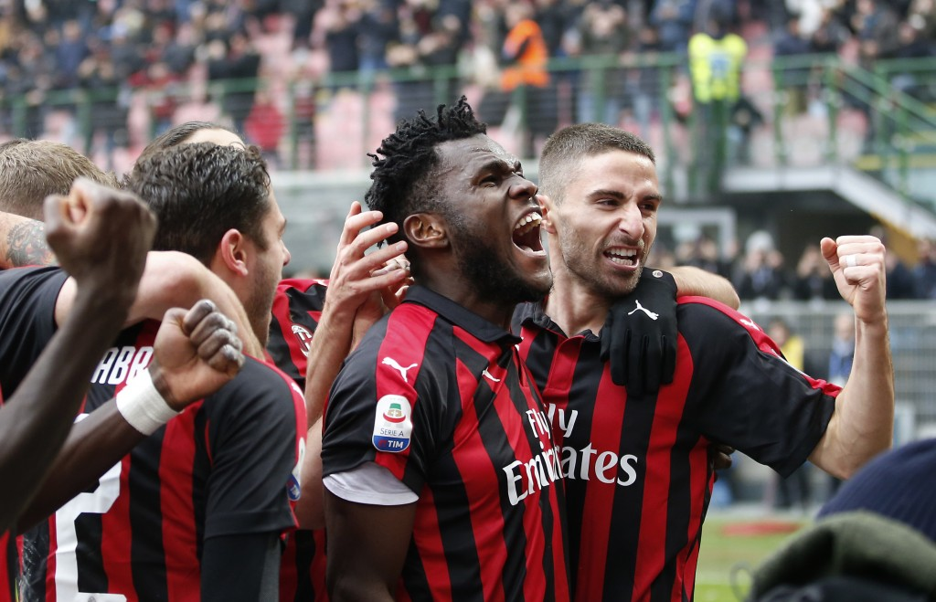 AC Milan's Franck Kessie, second from right, celebrates with his teammates after scoring his side's second goal during the Serie A soccer match betwee...