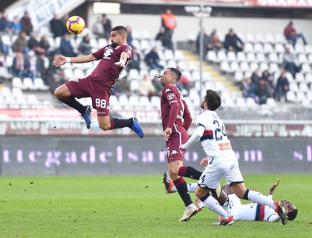 Torino's Tomas Rincon, right, jumps for the ball during the Italian Serie A soccer match between Torino and Genoa at the Olympic stadium in Turin, Ita...