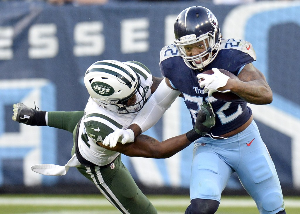 Tennessee Titans running back Derrick Henry (22) carries the ball against New York Jets inside linebacker Avery Williamson (54) in the first half of a