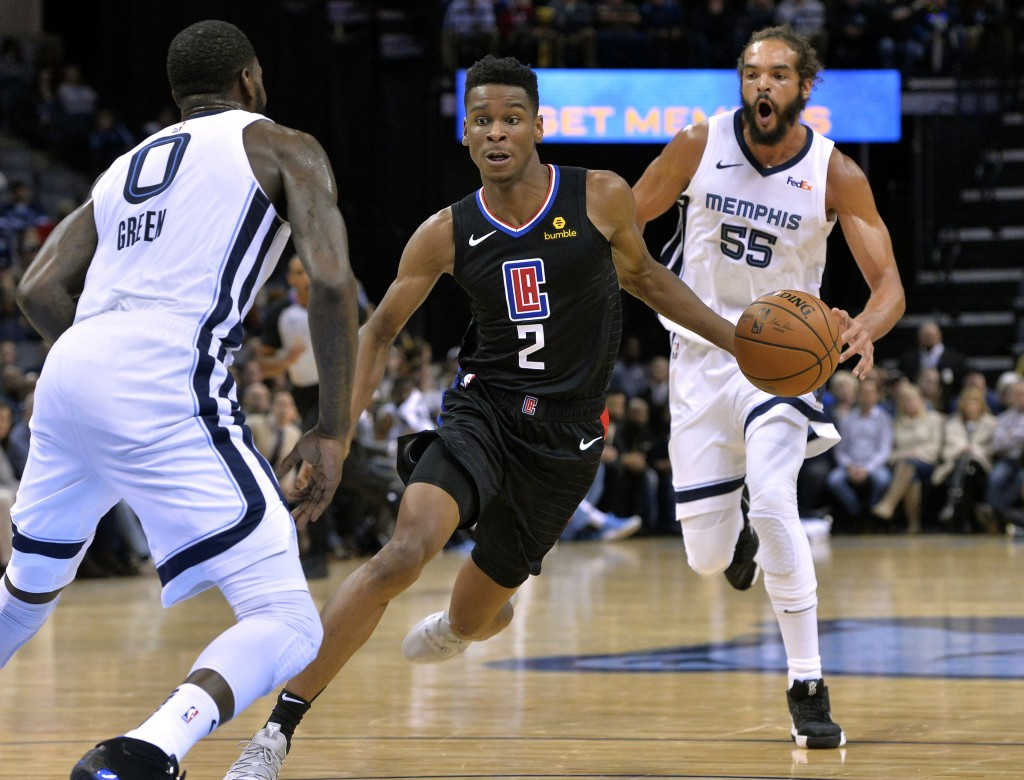 Los Angeles Clippers guard Shai Gilgeous-Alexander (2) drives between Memphis Grizzlies forward JaMychal Green (0) and Memphis Grizzlies center Joakim