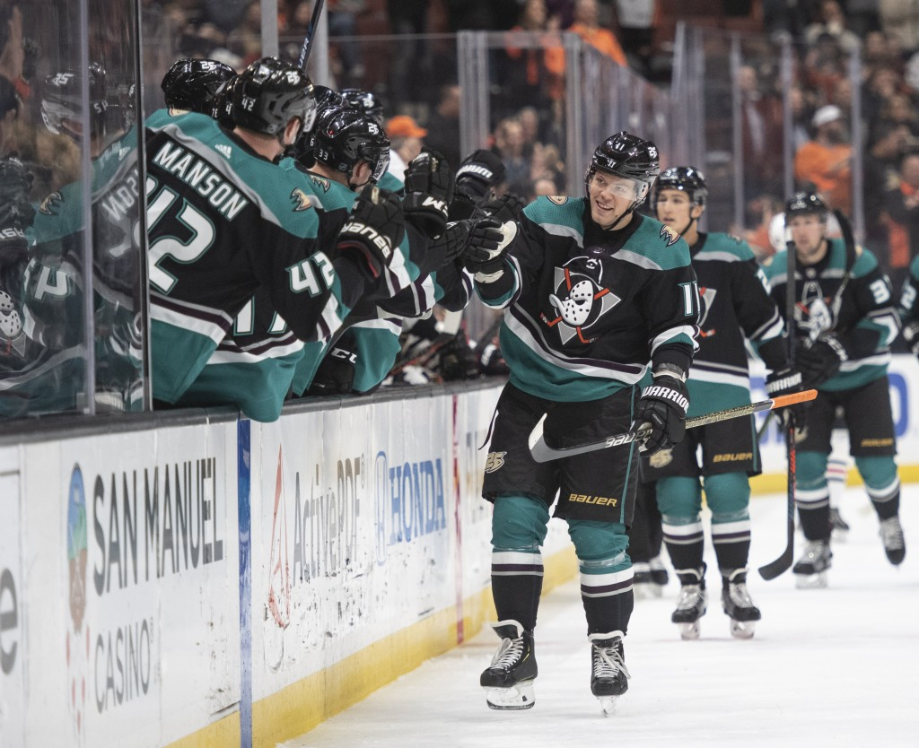 Anaheim Ducks right wing Daniel Sprong celebrates his goal with the bench in the first period of an NHL hockey game against the Chicago Blackhawks in