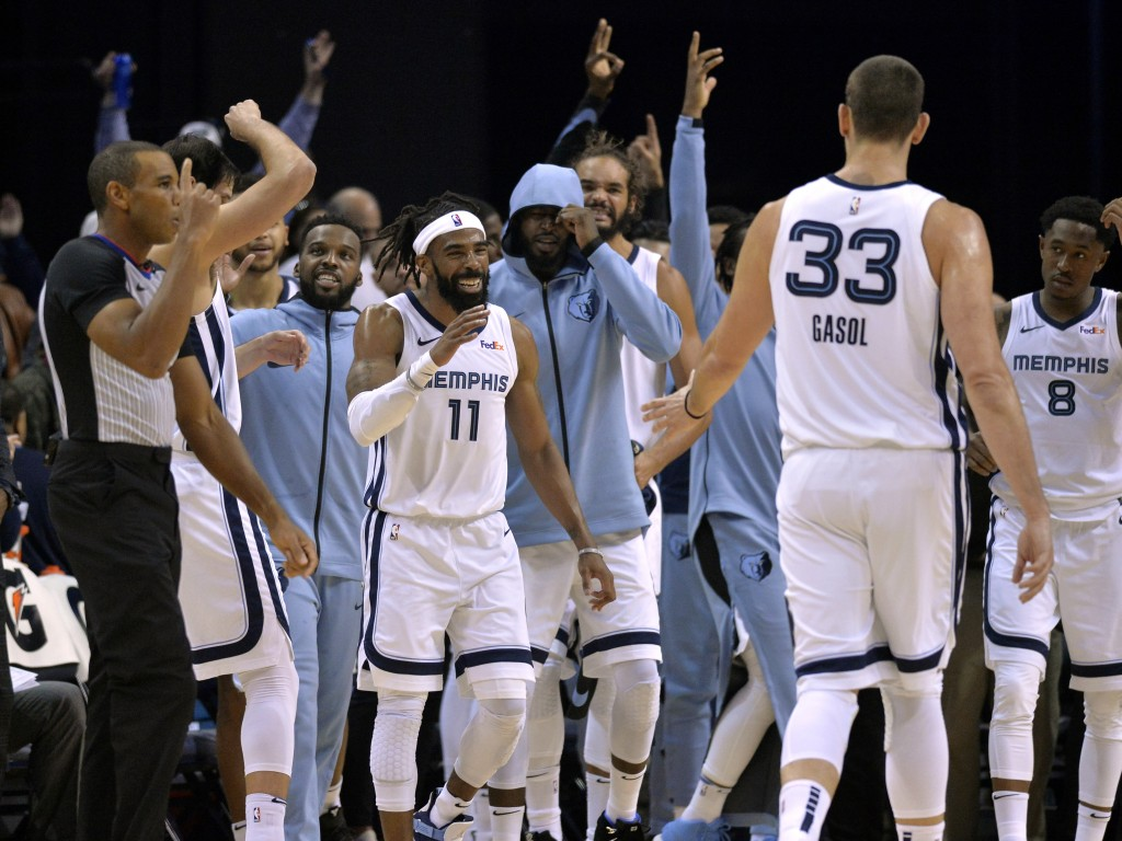 Teammates react after Memphis Grizzlies guard Mike Conley (11) made a 3-point basket to beat the buzzer at the end of the first half of an NBA basketb