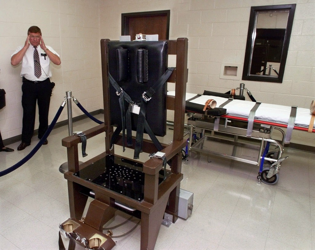 FILE - In this Oct. 13, 1999, file photo, Ricky Bell, then the warden at Riverbend Maximum Security Institution in Nashville, Tenn., gives a tour of t