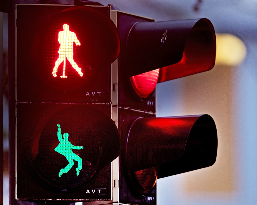 Walking figures depicting late US rock and roll legend Elvis Presley appear on a traffic light switching from green to red in Friedberg near Frankfurt