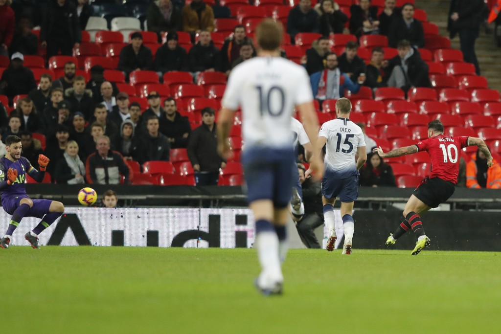 Southampton's Charlie Austin, right, scores his side's opening goal during the English Premier League soccer match between Tottenham Hotspur and South