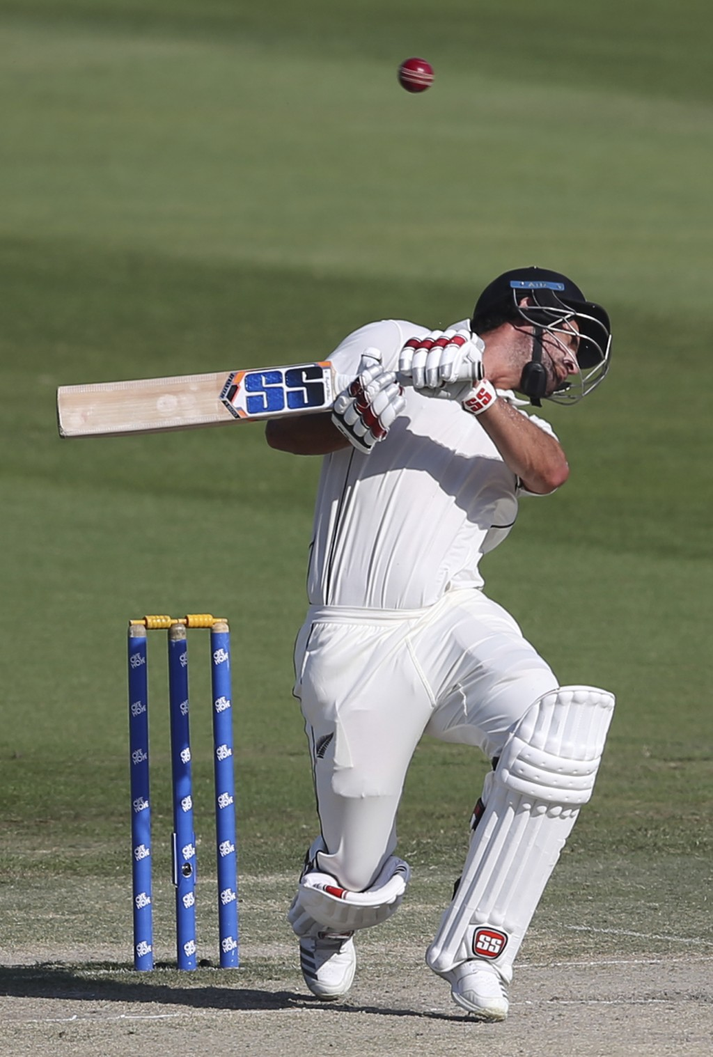 New Zealand's batsman Colin de Grandhomme skips the ball in their test match against Pakistan in Abu Dhabi, United Arab Emirates, Friday, Dec. 7, 2018