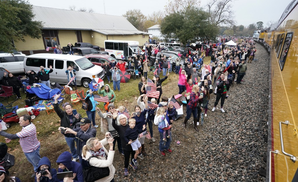 People pay their respects as the train carrying the casket of former President George H.W. Bush passes through Navasota, Texas, Thursday, Dec. 6, 2018