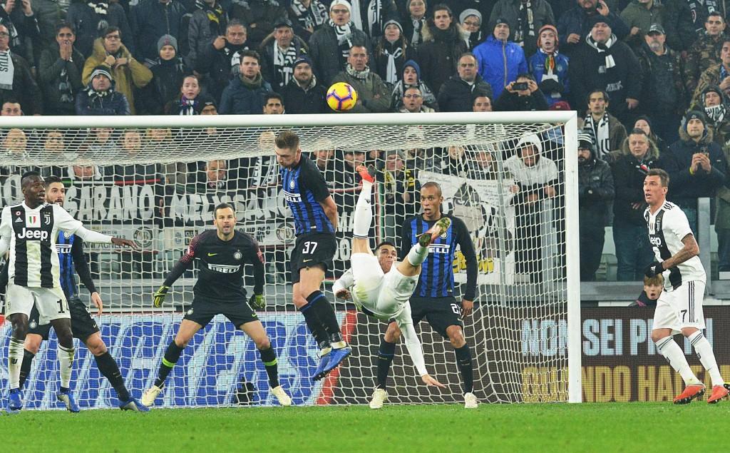 Juventus' Cristiano Ronaldo performs an acrobatic kick during the Serie A soccer match between Juventus and Inter Milan at the Turin Allianz stadium,