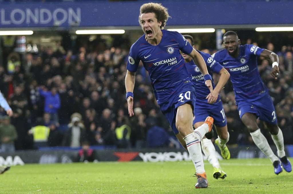 Chelsea's David Luiz, left, celebrates after scoring his side's opening goal during the English Premier League soccer match between Chelsea and Manche