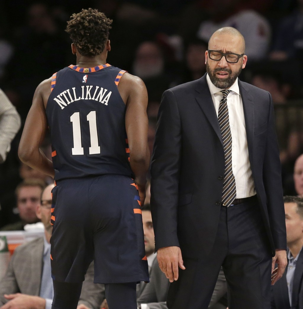 New York Knicks head coach David Fizdale, right, reacts as Frank Ntilikina (11) fouls out during the second half of the NBA basketball game against th...