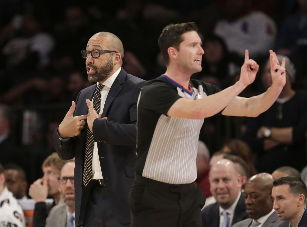 New York Knicks head coach David Fizdale, left, reacts to a call during the second half of the NBA basketball game against the Charlotte Hornets, Sund...