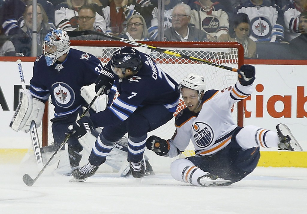 McDavid scores twice as surging Oilers beat Flyers 4-1