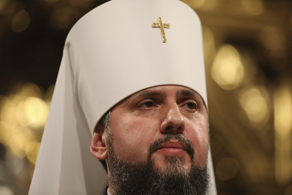 Ukraine Orthodox priests establish independent Church