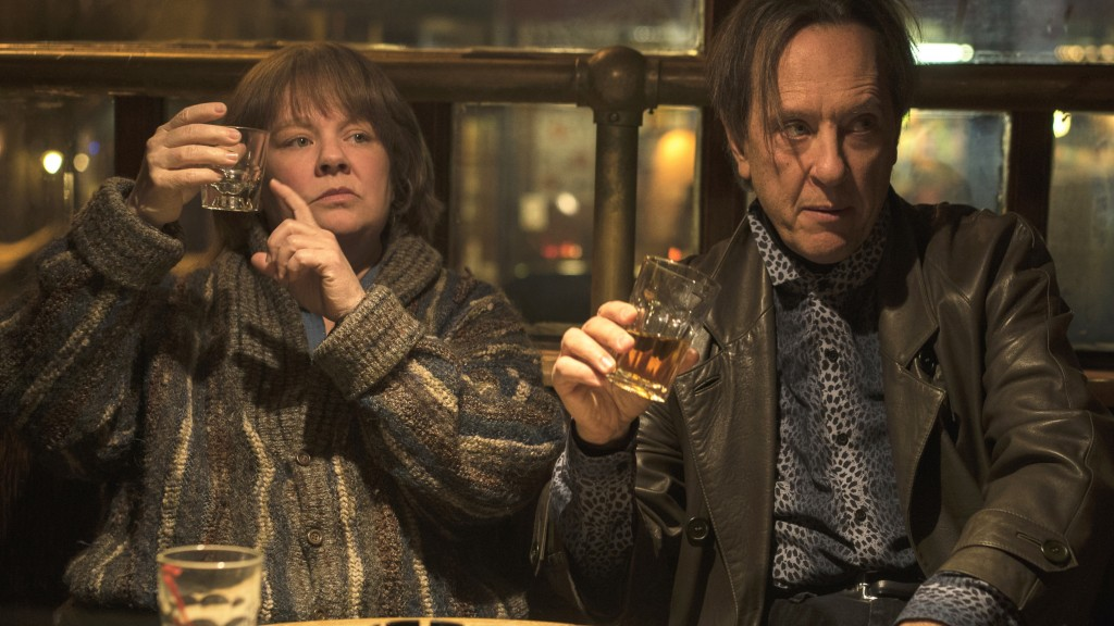 """This image released by Fox Searchlight Films shows Melissa McCarthy, left, and Richard E. Grant in a scene from """"Can You Ever Forgive Me?"""" (Mary Cybul"""