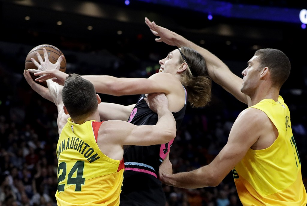 Miami Heat forward Kelly Olynyk, center, goes to the basket as Milwaukee Bucks guard Pat Connaughton (24) and center Brook Lopez defend during the fir...